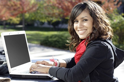 girl_outside_w_laptop