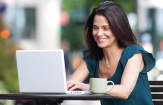 woman-on-laptop-outside