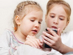 young-kids-smartphone-safety