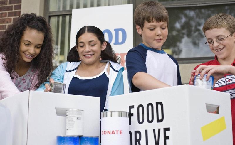 Kids volunteering at food drive